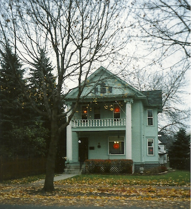 Image:Tdlindberg--1410 Fremont Ave N. decorated for Halloween ca 2008..png