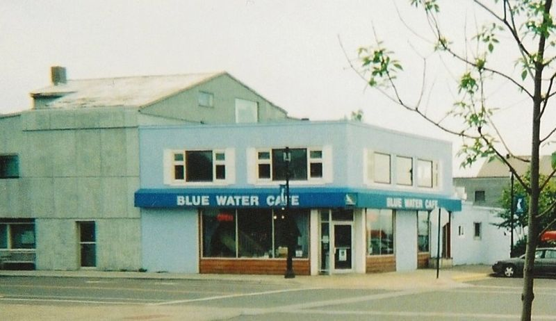 Image:Epsteinw--blue water cafe grand marais 2006.jpg